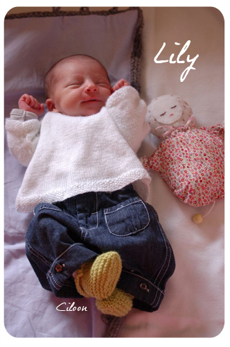 Lily et ses jolis chaussons tilleul