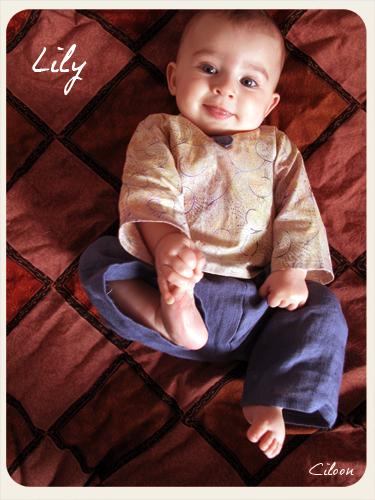 Lily en pantalon sarouel et tunique citronille