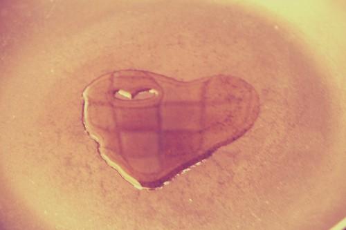 un petit cœur dans la poele
